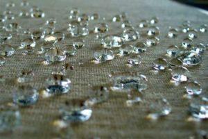 Como impermeabilizar tecidos e roupas com silicone, spray e verniz